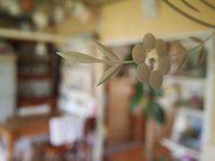 10,鏡の花の彫柄を通して見る景色.jpg