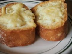 おやつにチーズトーストを焼いて.jpg
