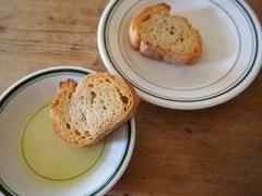おやつにフランスパン(笑).jpg