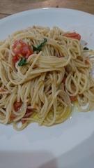 お昼はトマトとバジルのパスタ.jpg