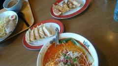 お昼は坦々麺と餃子.jpg