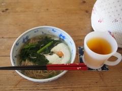 お昼は春菊と卵を入れたお蕎麦.jpg