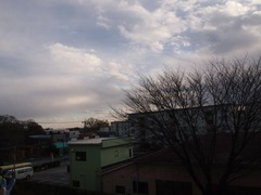 この一番下の薄~~~い雲がいかにも寒そう.jpg