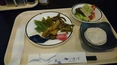 つきたてお餅と山菜の朝ご飯.jpg