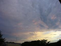 もくもく 雲が押し寄せて.jpg