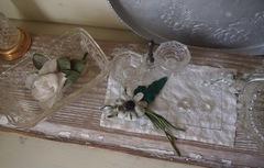 アンティークの花のブローチを飾って・・・。.jpg