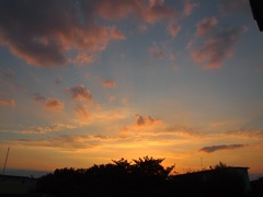 オレンジと水色がアンニュイな夕景です.jpg