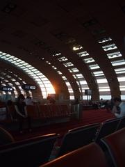 シャルル・ド・ゴール空港に夕日が落ちて.jpg