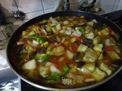 ツヤ姉の野菜とマーケットの野菜を煮込んで.jpg