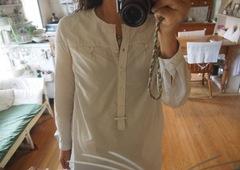 トゥモローランドのシャツは細身です.jpg