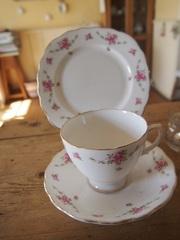 パン皿とカップ&ソーサのセット.jpg