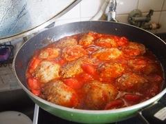 フレッシュトマトの煮込みハンバーグ.jpg