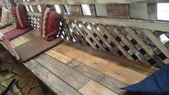 ベンチに座ってランチ クッションが可愛いね.jpg