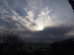 モノクロの世界のような寒そうな空.jpg