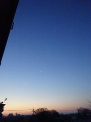 三日月の下に輝く星が.jpg