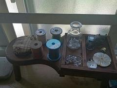 仕事部屋の窓際 古い裁縫道具.jpg