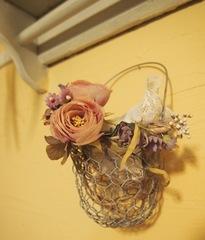 以前お客様から頂いた手作りのお花 展示室に持って行こう♪.jpg