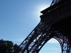 何処に行くのか帰るのか パリの空は飛行機が飛び交います.jpg