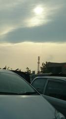 塔の向こう まっすぐ延びる雲.jpg