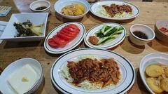 夕ご飯は焼き肉とジャガイモの鶏そぼろ煮♪.jpg