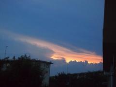 夕方遅くに向こうの空が怪しげに.jpg