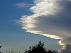 夕方6時過ぎ 面白い雲が.jpg