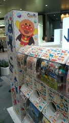 大宮駅でガチャガチャが アンパンマンゆうタンに見せたいわ.jpg