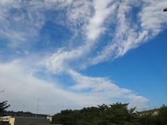 川がうねって流れているような雲.jpg