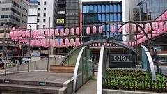 恵比寿駅前は提灯が.jpg