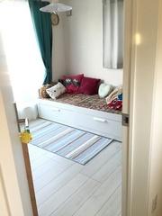 日和の部屋はパリの子供部屋の様な色づかい.jpg