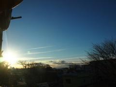 朝 8時前の空 ぎょぎょぎょ という位寒い.jpg
