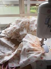 朝からスカートを縫って.jpg