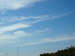 朝のポンポン雲から 流れるような雲に.jpg