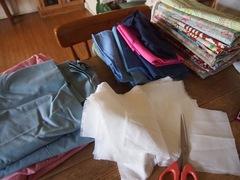 朝イチ洋服とパンツの生地カット.jpg