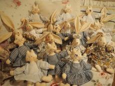 洋服が着せ終ウサギと猫の顔作り.jpg