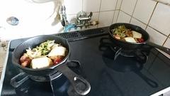 焼いたハンバーグと野菜を移してチーズをのせて.jpg
