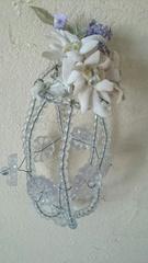 照明カバーと花を組ませたオブジェを.jpg