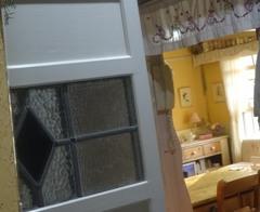 玄関の鏡に映ったリビング 優しいなぁ~(笑).jpg