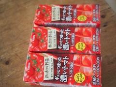 生は無理なのでトマトジュースと青汁を持っていきます.jpg