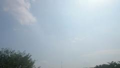 空間が揺らいで見える暑さの中.jpg