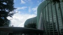 美術館と空と.jpg