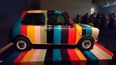 色見本のような車.jpg