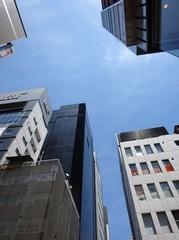 都会のビルは空を切り取ります.jpg