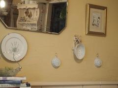 陶器のケーキ型がはちみつ色の壁によく似合ってるね.jpg