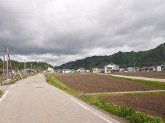 隣の村へ この道も広くなりました.jpg