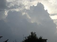 雲が湧いて雨に.jpg