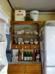 食器棚の背板とトップにPタイルを張りました♪明るい.jpg