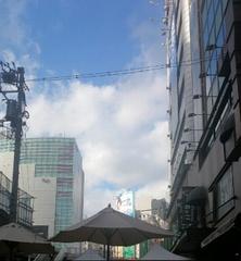 駅そばのスタバで 空を見ながらお茶してバイバイ.jpg