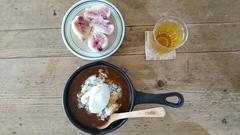 お昼にはカレー 真ん中に卵.jpg