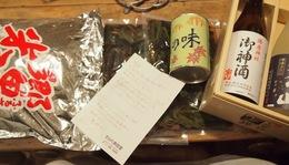 ツヤ姉から新米と山菜の水煮が 高地のお母さんからお酒が.jpg